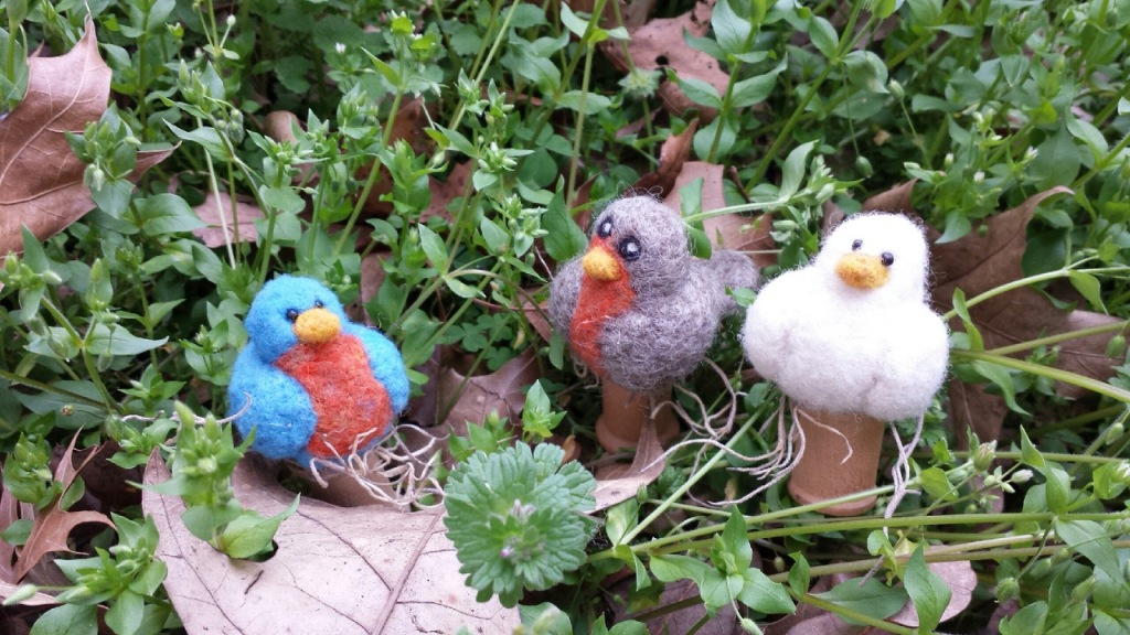 This image has an empty alt attribute; its file name is vicki-h.-needle-felted-folk-art-birds.jpeg